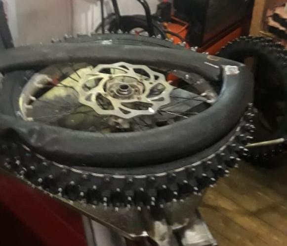 зашиповать колеса мотоцикла